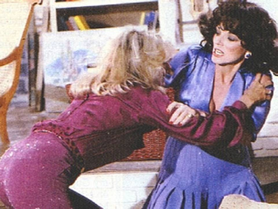 Dynasty_Catfight_between_Linda_Evans_and_Joan_Collins